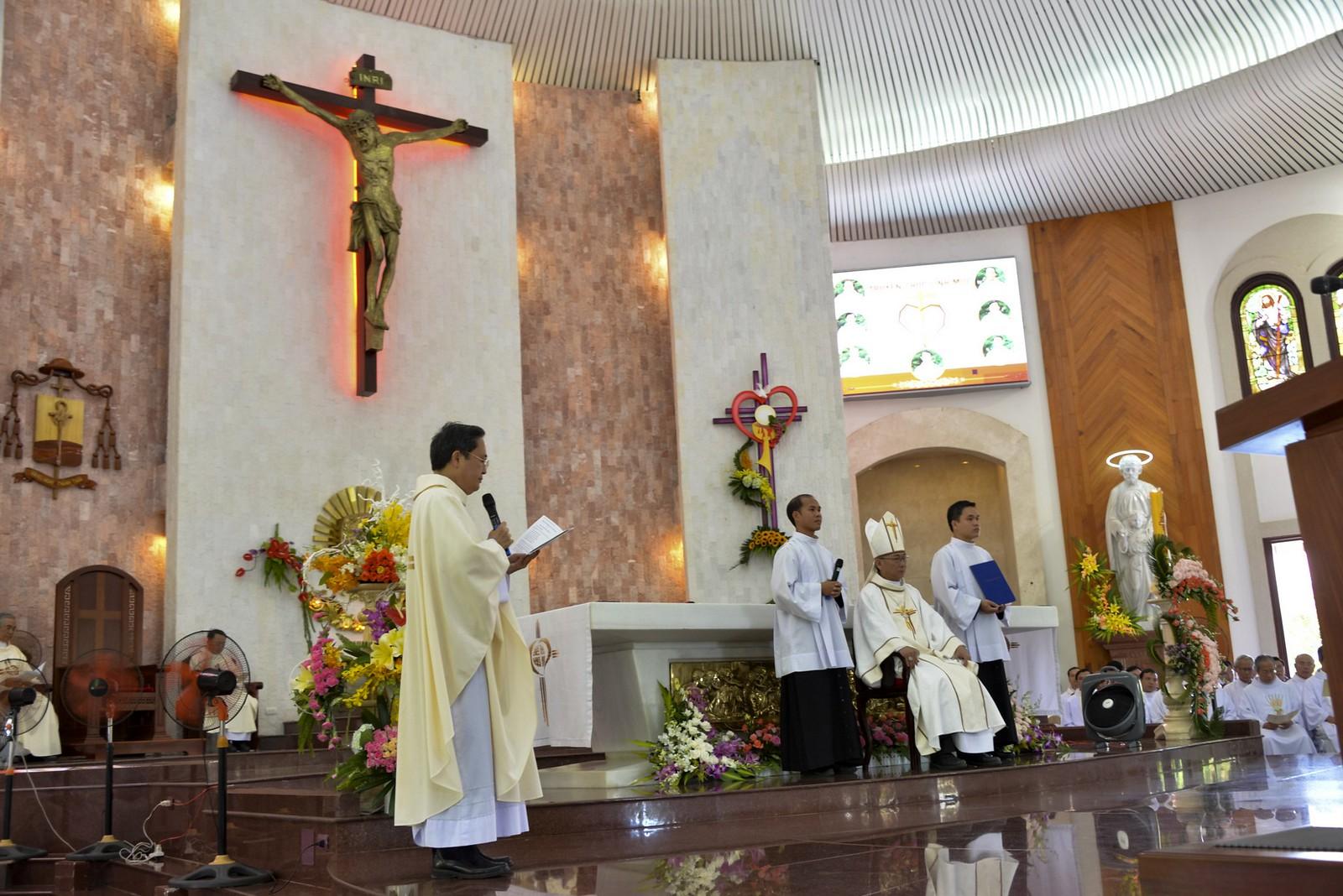 Giáo phận Bà Rịa: Thánh lễ Truyền chức Linh mục 2017 - Ảnh minh hoạ 11