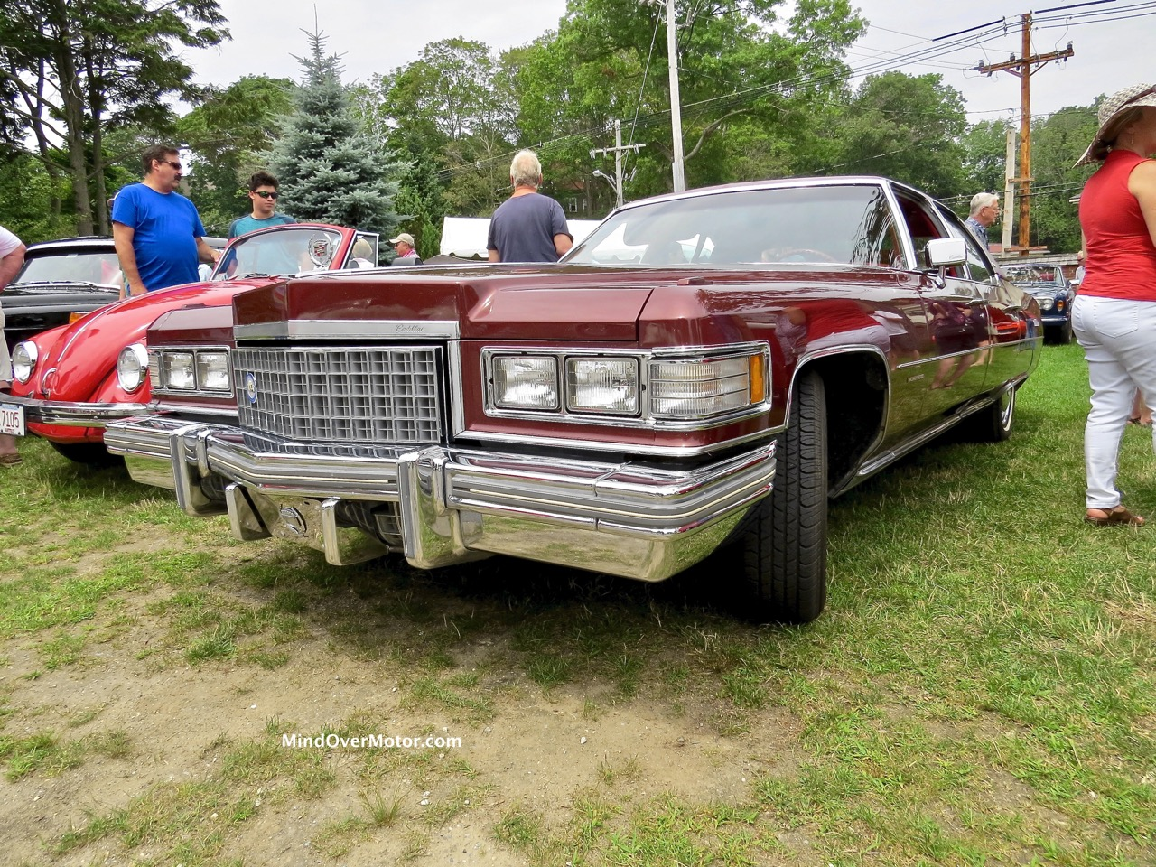 1976 Cadillac Fleetwood Front 2