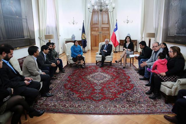 Ministro Fernández se reúne con representantes de los comuneros mapuches en huelga de hambre | 29.09.17