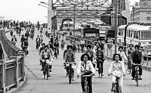 world travel reise viajes asia eastasia easternasia china guangzhou bicycle bridges bw traffic blackandwhite blackwhiteblanco negroswblack whiterush houroutdoorstädtestreetstreet lifestadtlandschaftciudadescitycity view cityscape
