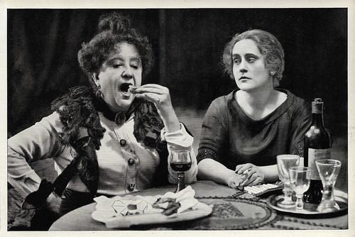 Adele Sandrock and Carola Toelle in Die Schuld des Grafen Weronski (1921)