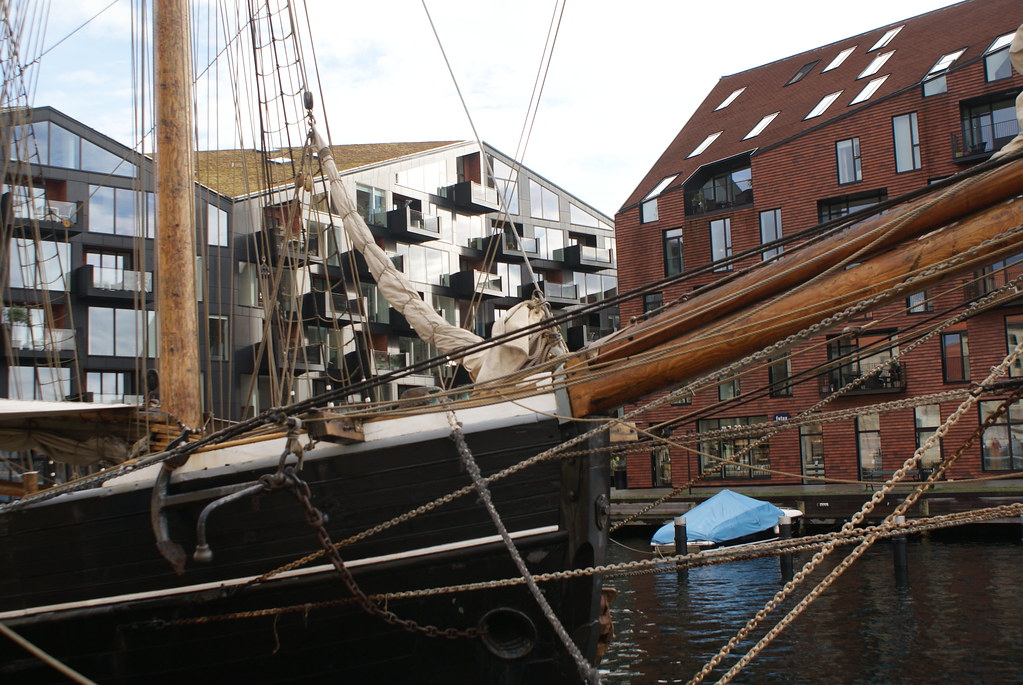 Voilier dans le port du quartier de Christianshavn à Copenhague.