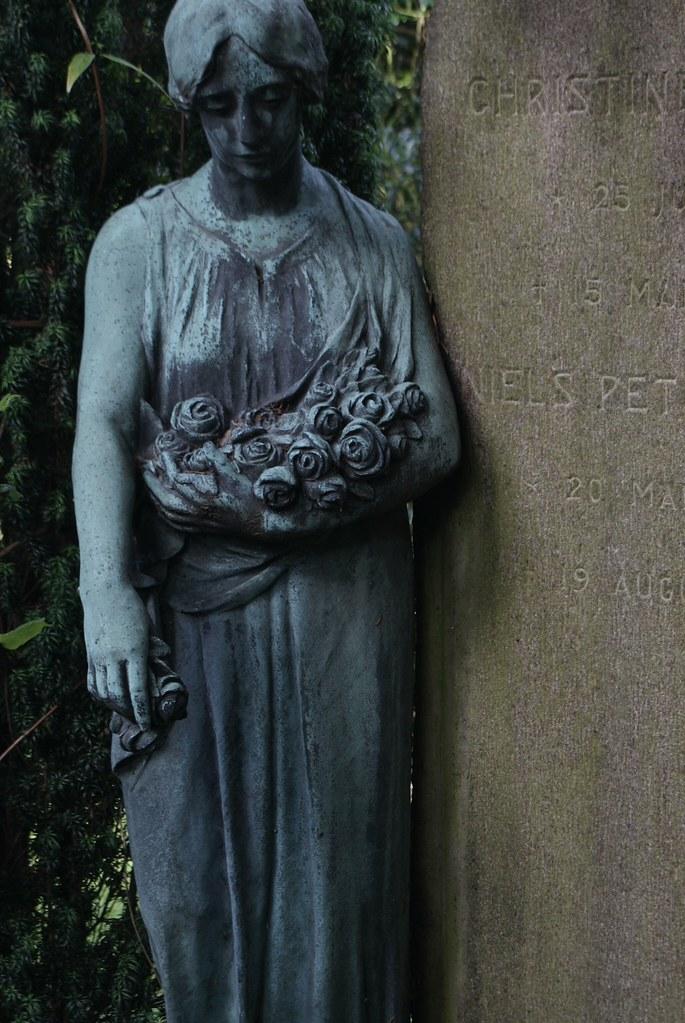 Statue du cimetière Assistens Kierkegaard à Copenhague.