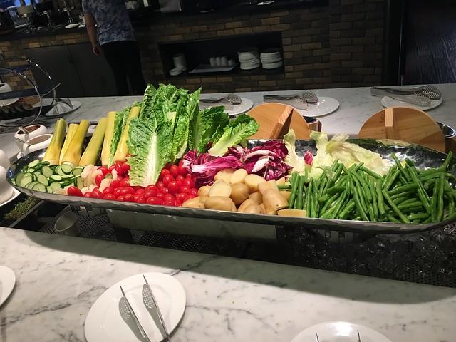 新鮮豐富的生菜沙拉區@高雄Hotel dùa住飯店