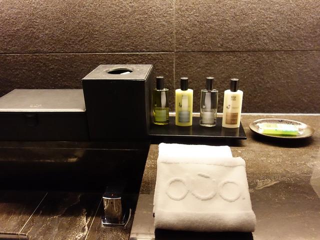 沐浴用品是 KEIJI 的,充滿草本木本的清爽香氣,聞起來舒服放鬆@高雄Hotel dùa住飯店