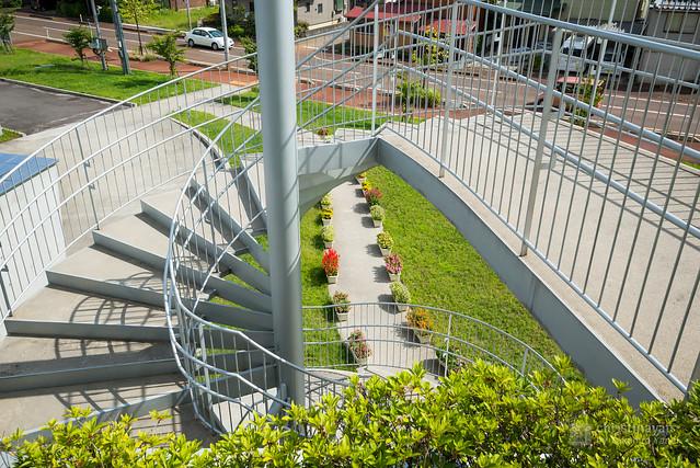 Beranda and footbridge of Akiha Ward Cultural Center (秋葉区文化会館)