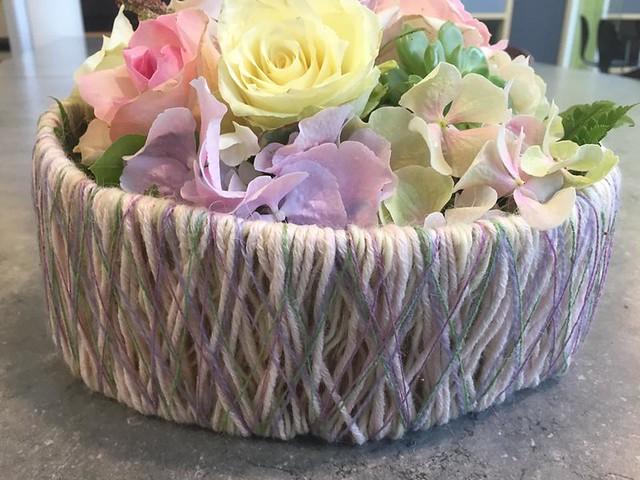 Blomsterdekorasjoner med garn