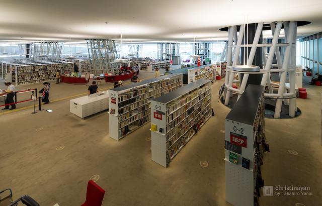 General view of interior of Sendai Mediatheque (せんだいメディアテーク)