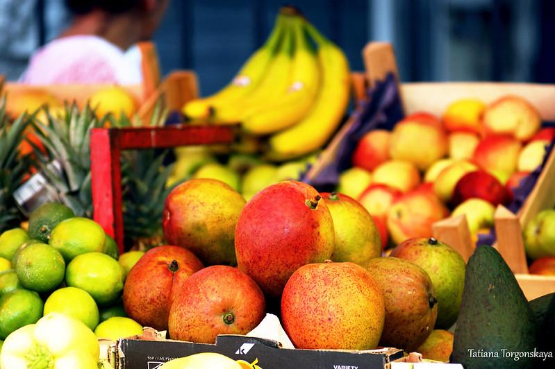Фрукты на которском рынке