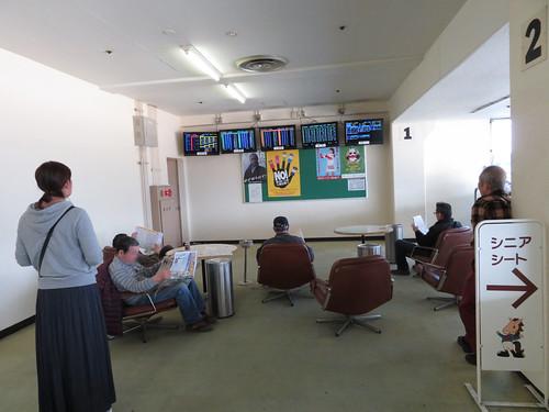 佐賀競馬場の指定席のベンチ