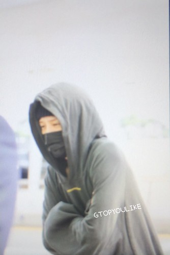 G-Dragon departure Seoul to Europe 2017-09-22 (13)