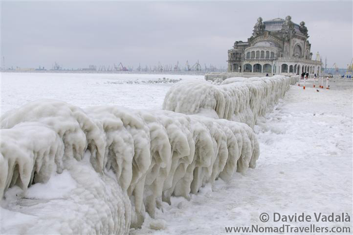 Black_Sea_frozen_promenade_stalactites_casino_constanta_february_2012