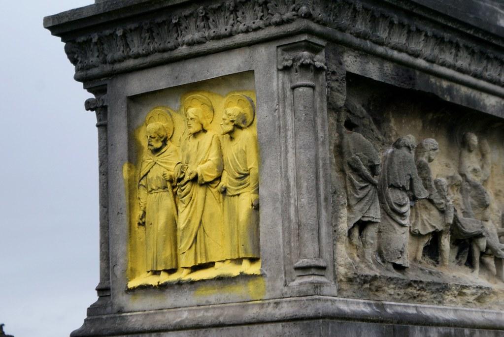 """Ajout de """"lumière"""" sur certaines stèles de la nécropole de Glasgow."""