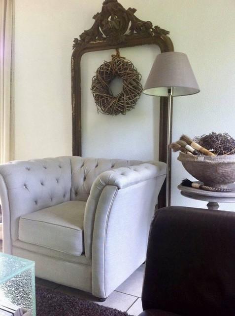 Gecapitonneerde fauteuil lijst kuifspiegel
