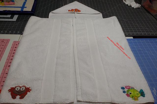 Undersea motif hooded bath towel