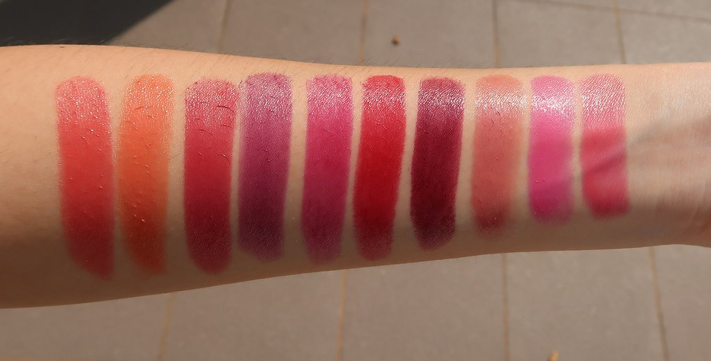 Swatches L'Oreal Color Riche Shine Lipsticks 1
