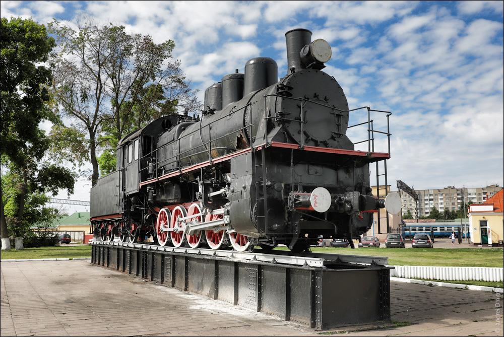паровоз-памятник Эм-710-30