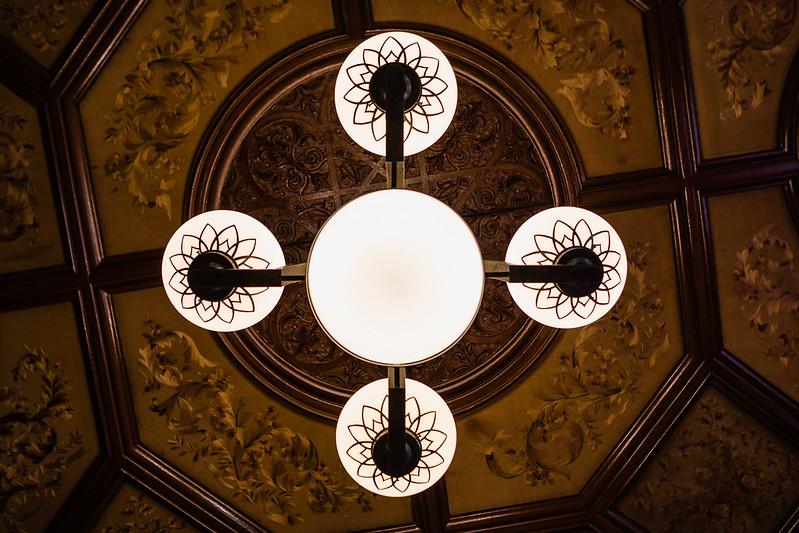 旧岩崎邸の天井と照明