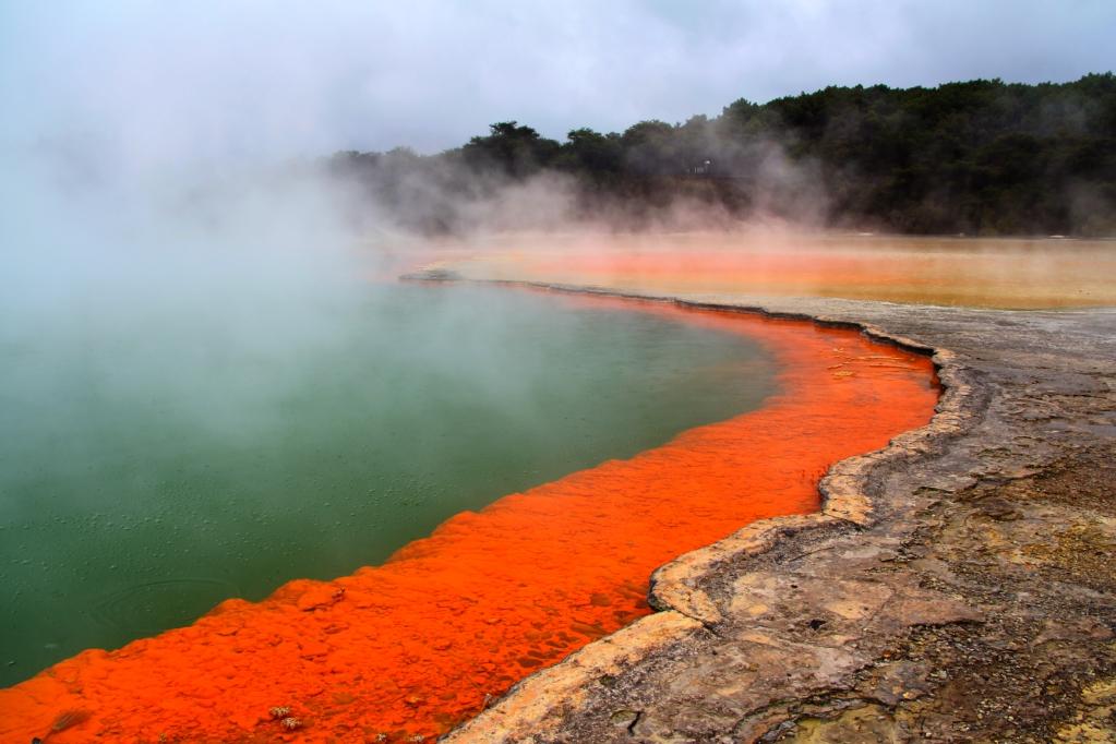Вай-О-Тапу - геотермальная Страна Чудес