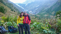 Wejście do doliny wyprowadzającej na Ailama 4547m. Monika i Tomek.