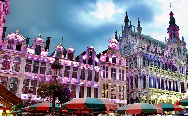 Brussels Grand Place (Grote Markt) looks so dramatic with lights