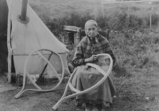 Aboriginal woman making snowshoes, Pointe Bleue, Quebec / Femme autochtone fabriquant des raquettes, Pointe-Bleue (Québec)