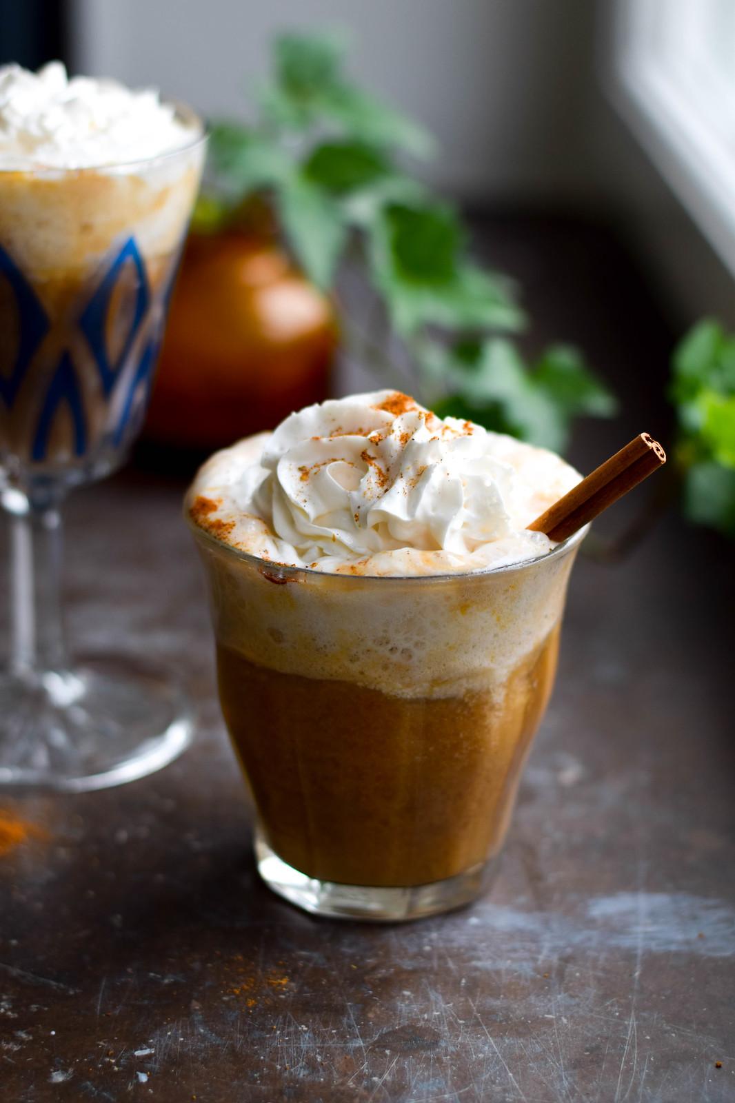 vegansk pumpkin spice chailatte
