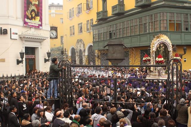 Universidad de San Martín de Porres renovó su fe al Señor de los Milagros