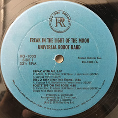 THE UNIVERSAL ROBOT BAND:FREAK IN THE LIGHT OF THE MOON(LABEL SIDE-A)