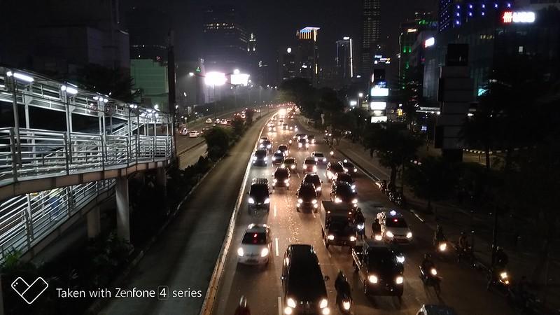 Jalanan Jakarta di malam hari