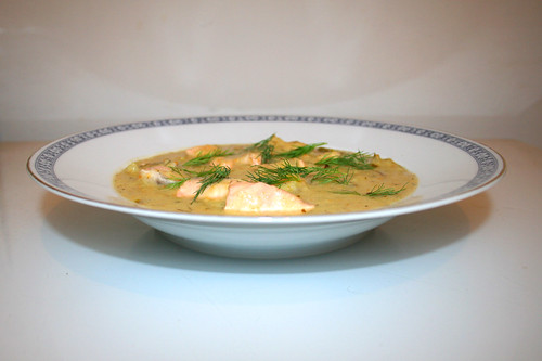 46 - Leek potato soup with salmon - Side view / Lauch-Kartoffelsuppe mit Lachs - Seitenansicht