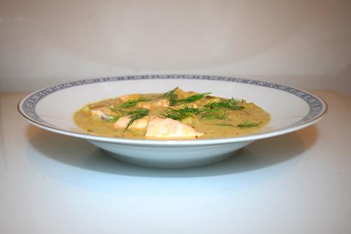 46 - Leek potato soup with salmon - Side view / Lauch-Kartoffelsuppe mit Lachs - Seitenansicht