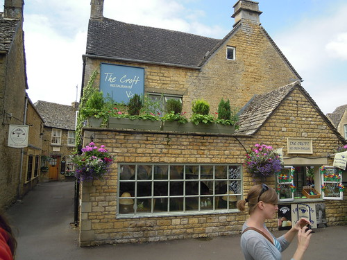 Studying Abroad in London: A Quick Look Around The Cotswolds
