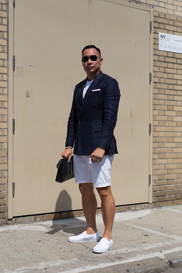 ネイビーテーラードジャケット×白Tシャツ×白ショートパンツ×VANS白スリッポン