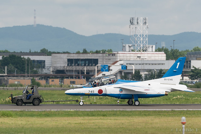 JASDF Chitose AB Airshow 2017 (147) Blue Impluse No.1 towing to the spot