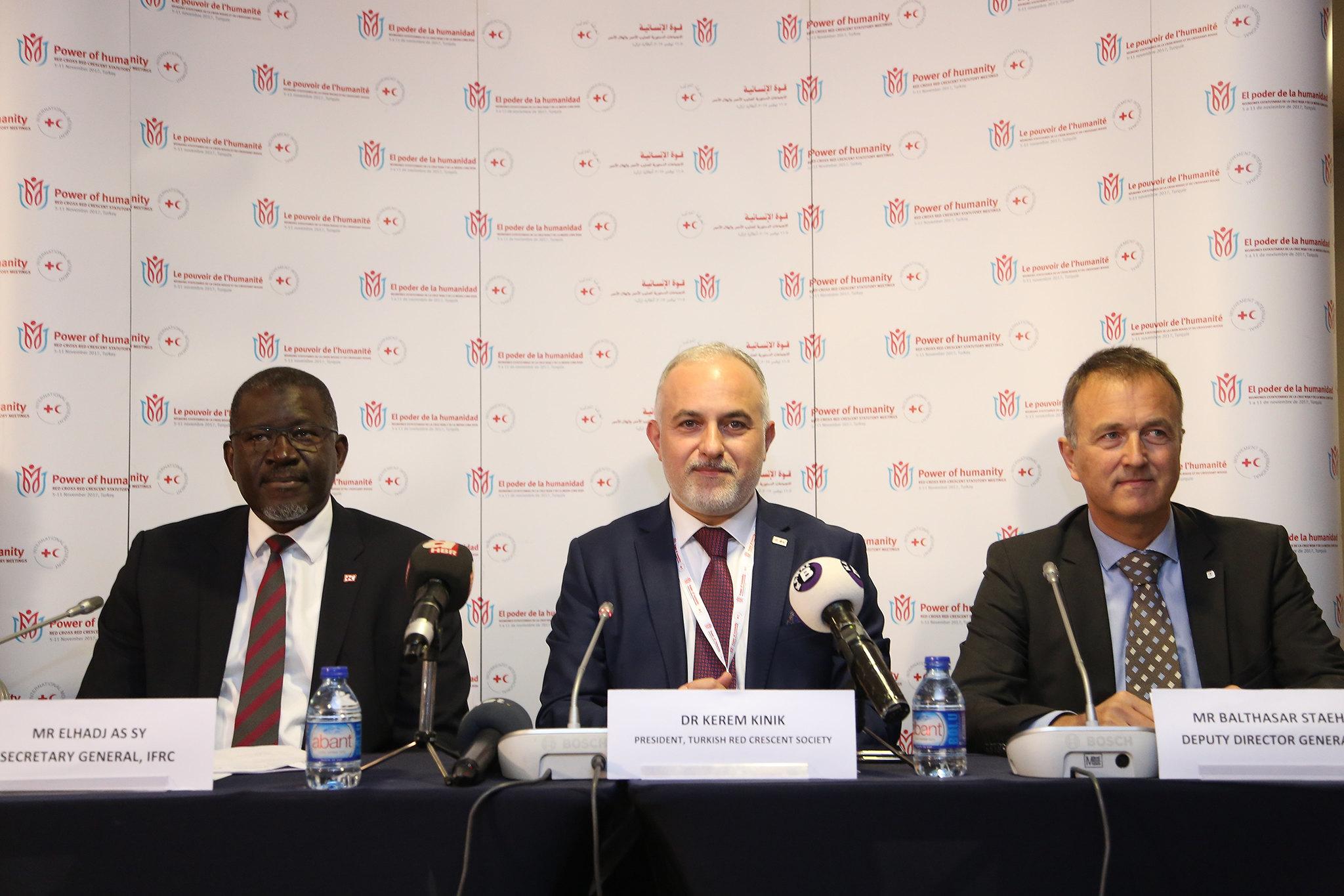 IFRC Genel Sekreteri Elhadj As Sy-Kızılay Genel Başkanı Dr. Kerem Kınık--ICRC Genel Sekreter Müdür Yardımcısı Balthasar Staehel