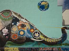 388 - Elephant with balloon
