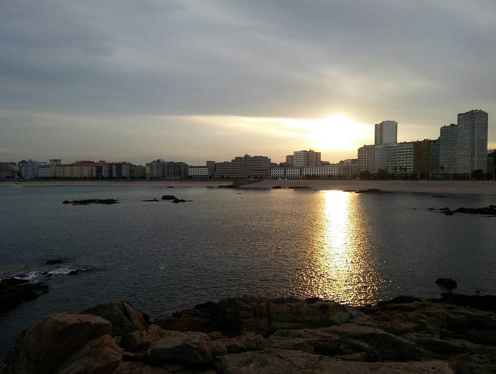 Primer amanecer de noviembre. #novemberfirstphoto #Coruña #sunrise #riazor #phonephoto #nofilter #sinfiltros #november