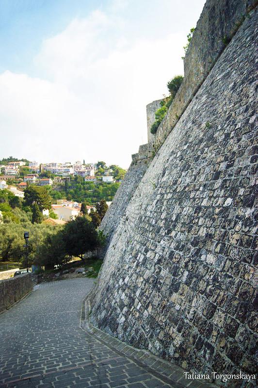Крепостная стена у верхних ворот