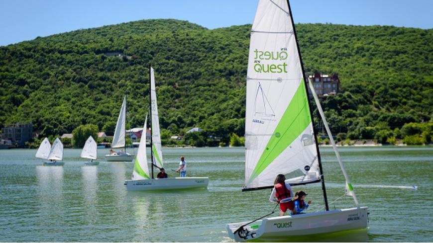 В первой парусной регате на озере Абрау примут участие спортсмены со всей страны