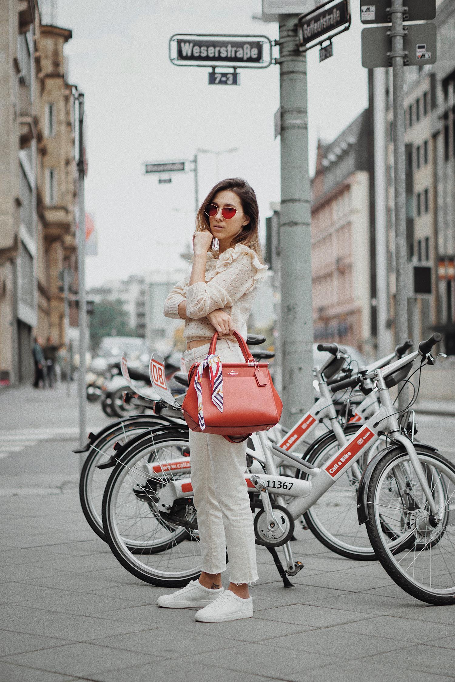 CoachxSelena_CoachNY_thewhiteocean_frankfurt_lenajuice_01