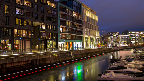 Busy water traffic at Aker Brygge