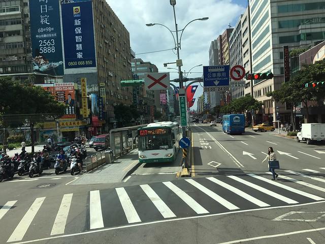 雙層巴士上的民權西路路口