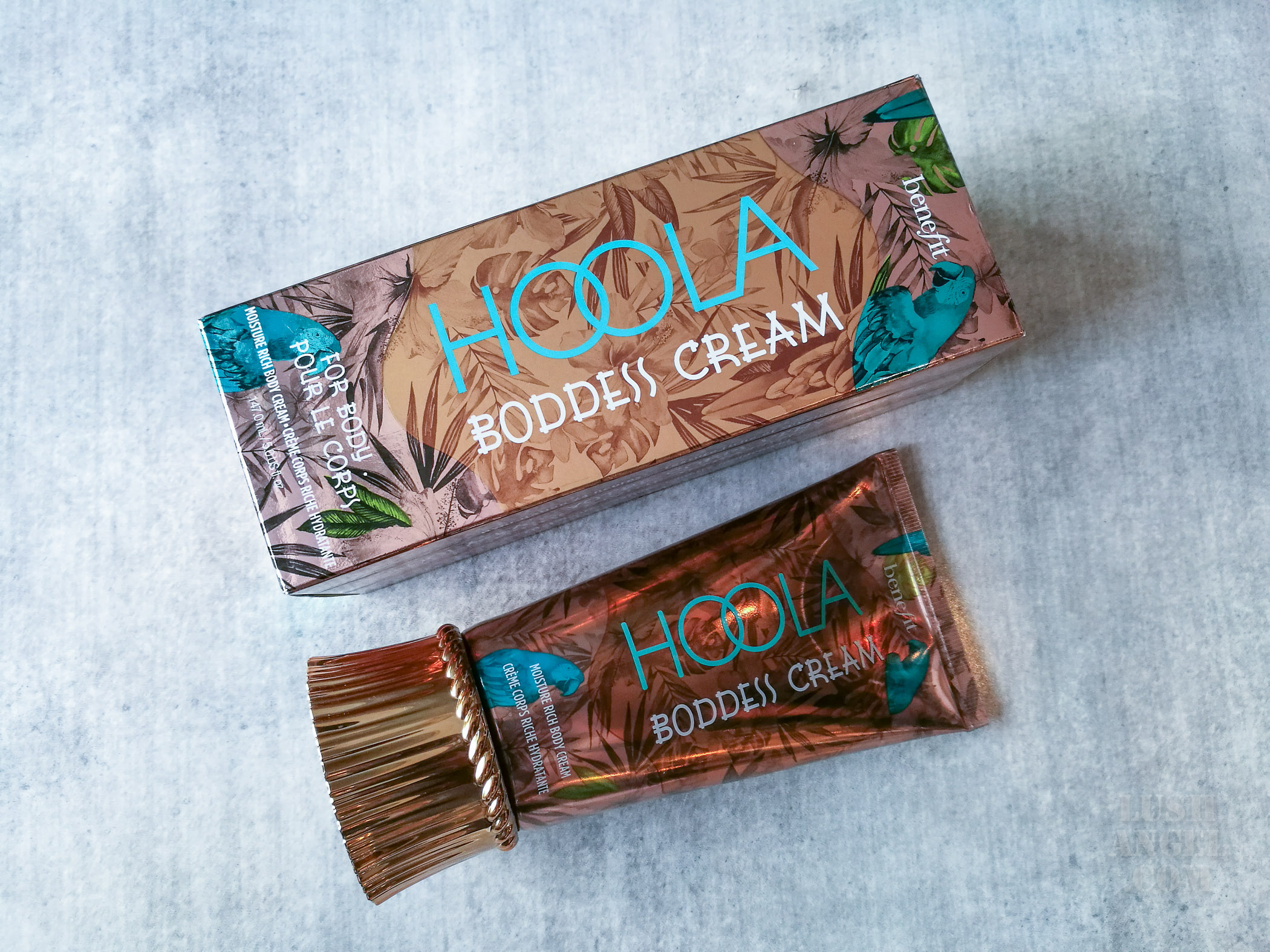 benefit-hoola-boddess-cream