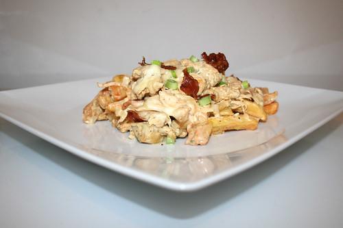 55 - Chicken french fries casserole - Side view / Hähnchen-Pommes-Auflauf - Seitenansicht