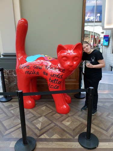 Charlotte and the big red cat statue