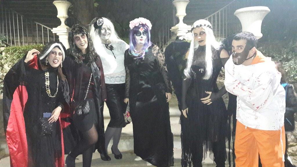 Grupo de colegas de Halloween