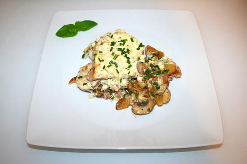 51 - Roast potatoes casserole with escalopes & chives feta cream - Served / Bratkartoffelauflauf mit Schnitzeln & Schnittlauch-Feta-Creme - Serviert