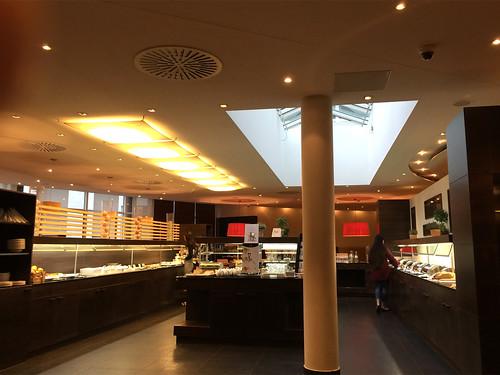12 - NH Hotel Frankfurt West  - Frühstücksraum / Breakfast room