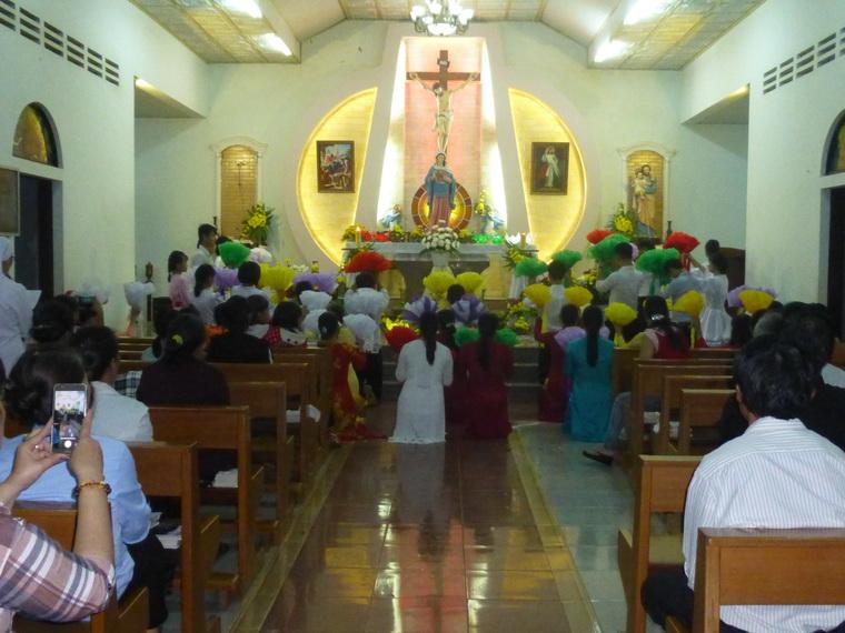 Giáo xứ Hoa Châu kết thúc tháng Mân Côi